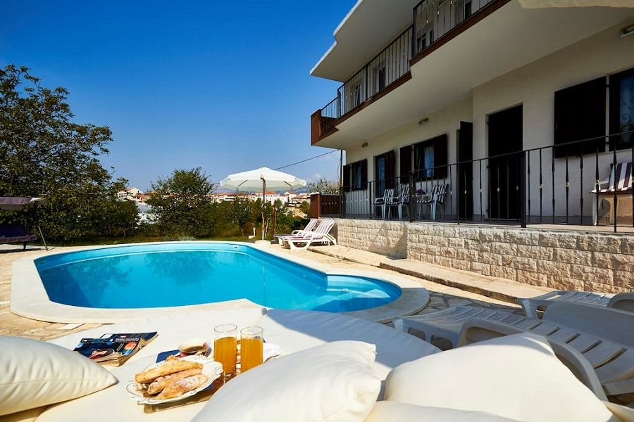 Villa Maria with pool
