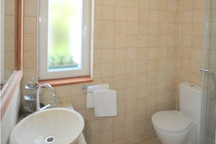 Kupaonica s tuš kabinom