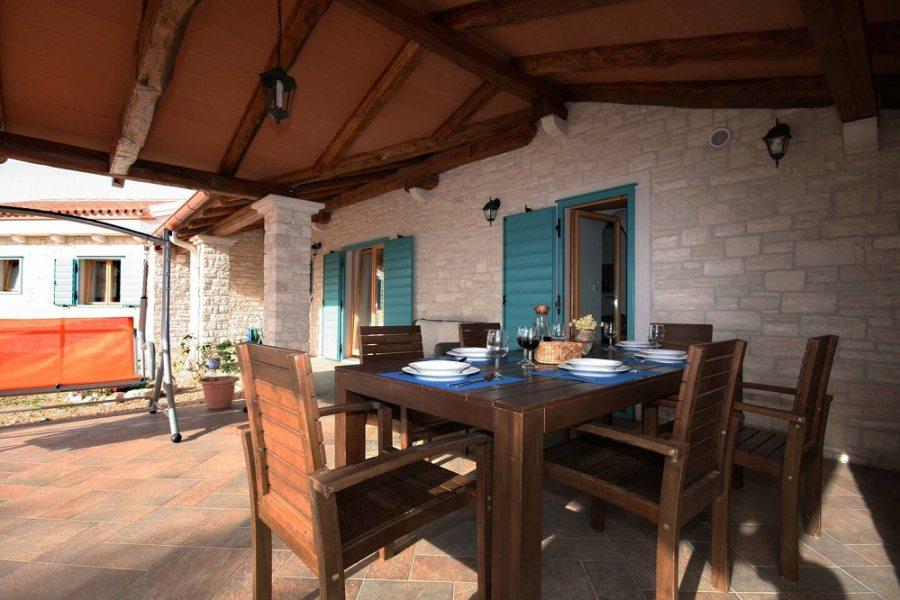 Dining area al fresco