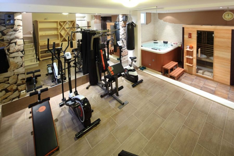 Gym, sauna and jacuzzi