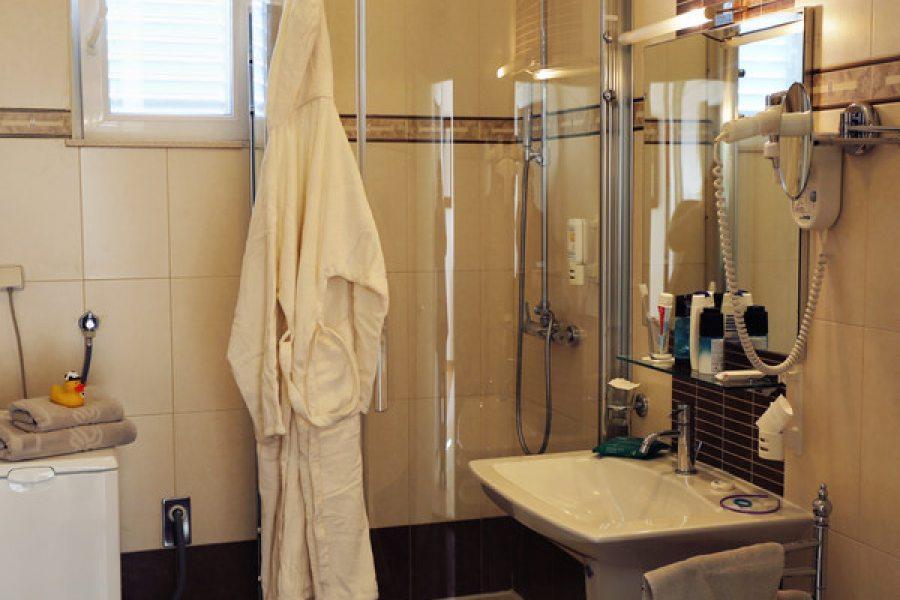 Apartment deluxe 4 pax - Bathroom
