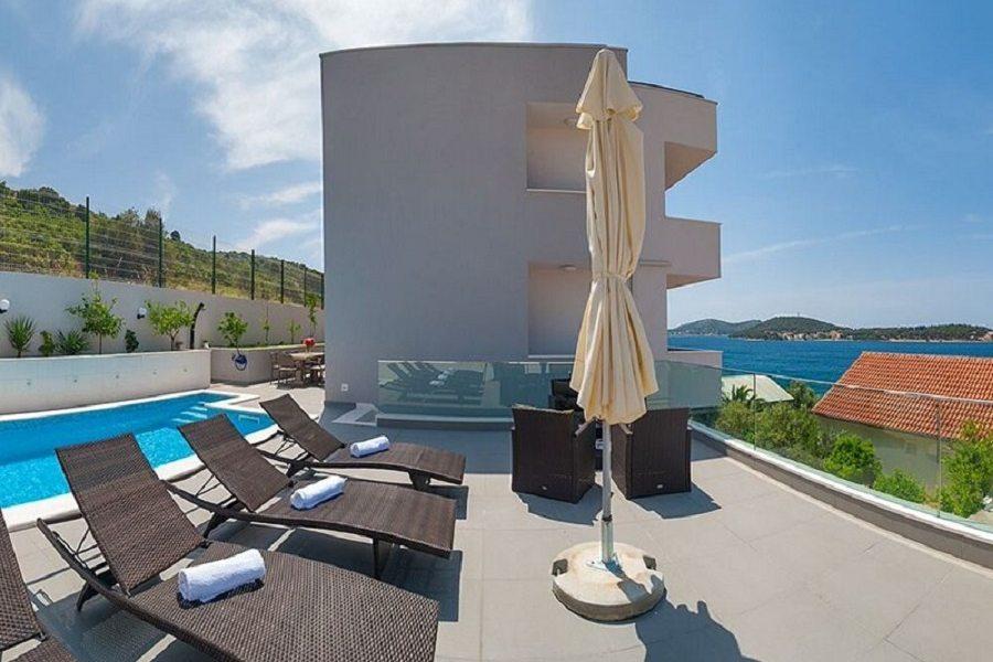 Villa Delfina with pool