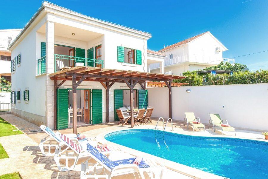 Villa Cvita with pool